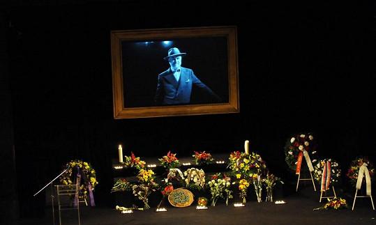 Rozloučení se koná v Divadle ABC.