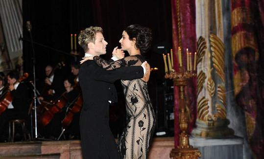 Zahajovací tanec Jana Ondera a Tonii Sotiropoulou.