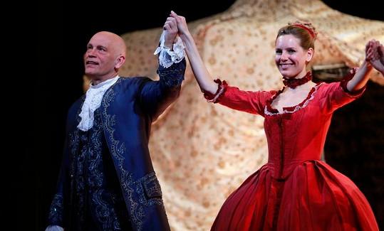 Malkovich v Hudebním divadle Karlín po představení The Giacomo Variations.
