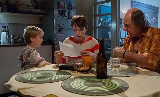 Vilhelmová se stará o nemocného syna a otce, který sbalil svou studentku.