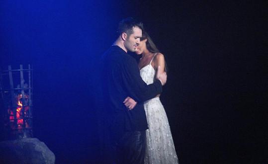 Eliška Bučková a Noid při představení muzikálu Hamlet.
