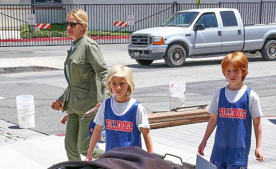 Julia Roberts si vyrazila s rodinkou na farmářský trh.