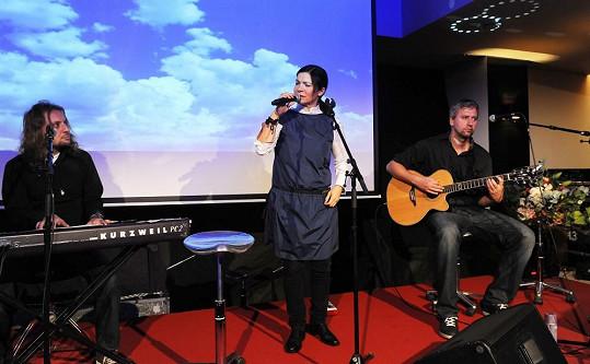 Sérii akustických koncertů mohou diváci vidět od 17. října na různých místech Česka.