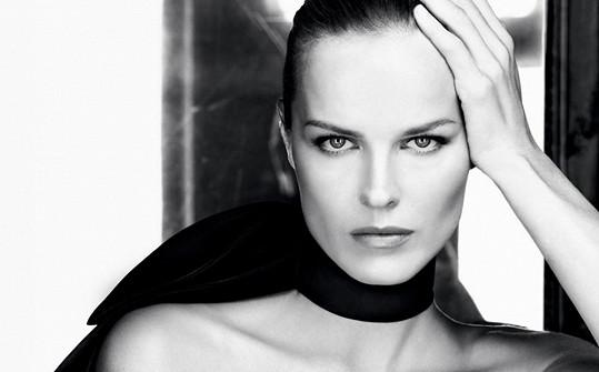 Eva Herzigová pro značku Dior.