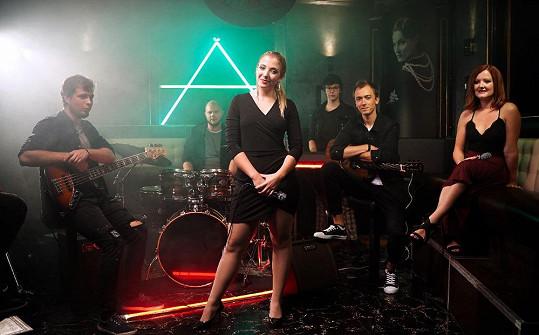 Se svou kapelou Aura při natáčení klipu