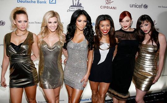 Pussycat Dolls pěkně pohromadě (Roberts druhá zleva).