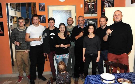 Herci z Mauglího si udělali předvánoční večírek.
