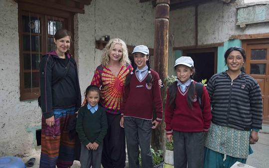 Světlana s rodinou, u které vloni bydlela.