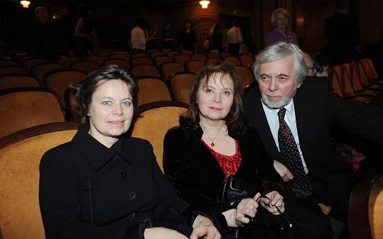 Miroslava Šafránková se sestrou Libuškou a Josefem Abrhámem.