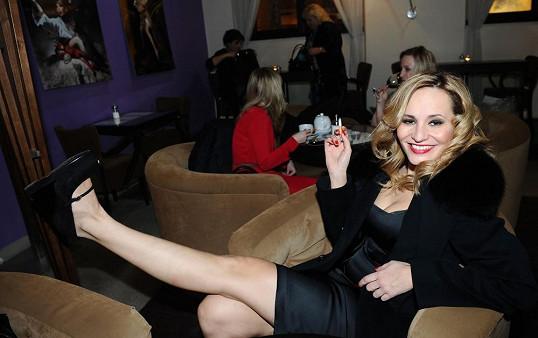 Monika si v butiku Tamary Kotvalové koupila nové botky.