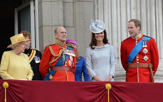 Vévodkyně z Cambridge si rady od Williamovy babičky bere k srdci.