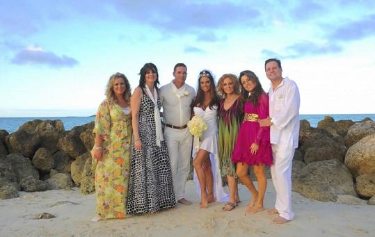 Svatba na Bahamách proběhla v úzkém rodinném kruhu.