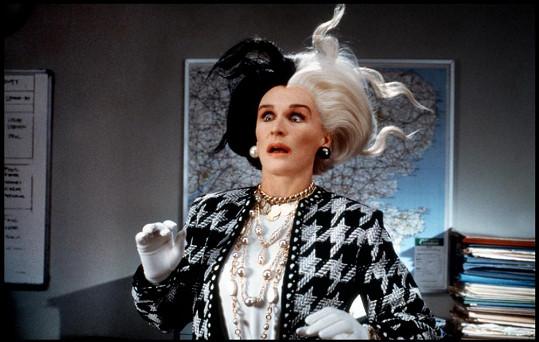 Glenn Close jako filmová Cruella posedlá kůží černobílých štěňátek