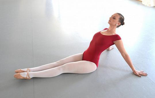 Denně dře minimálně čtyři hodiny na baletním sále.