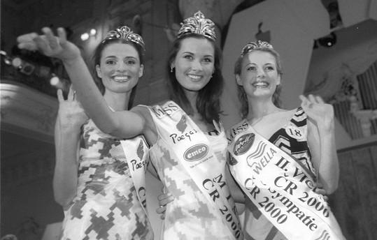 Kateřina Elgerová s vítězkou Michaelou Salačovou a 2. Vicemiss Markétou Svobodnou