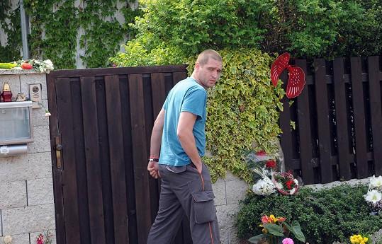 Josef Rychtář mladší se sice na tátu zlobí za zmlácení mámy...
