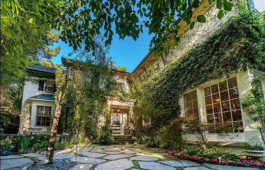 Nemovitost je situována v Beverly Hills.