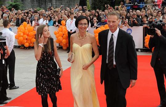 Libuše Šmuclerová s dcerou a přítelem Dominikem Haškem také nechyběla.
