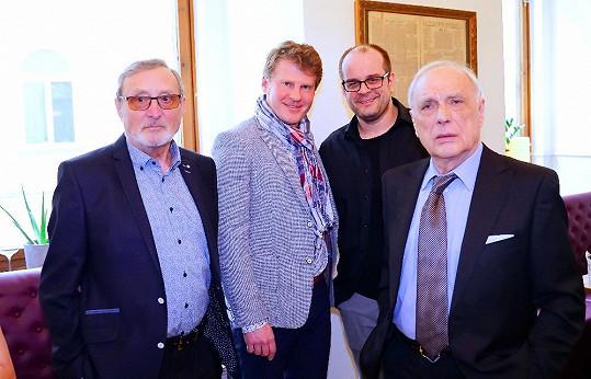 Kmotry jeho třetí sbírky Mezi svými rýmy se stali kolegové - Ladislav Frej, Ladislav Županič a Roman Štabrňák.