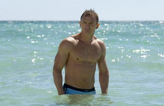 A zde je originál. Daniel Craig ve filmu Casino Royale.