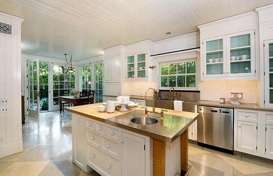 Z kuchyně je krásný výhled do zahrady.