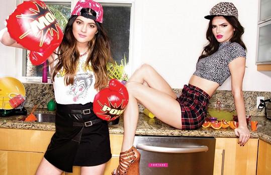 Kendall (vpravo) a Kylie Jenner jdou ve šlépějích svých sester Kardashianek.
