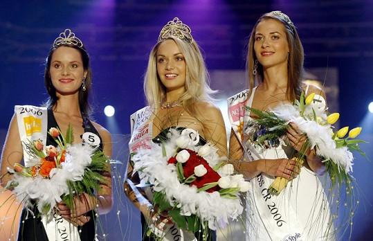 Renáta Czadernová, Taťána Kuchařová a Kateřina Pospíšilová během korunovace Miss ČR 2006