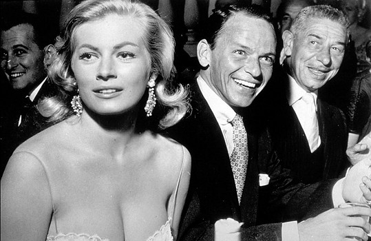 V padesátých letech chodila s Frankem Sinatrou.