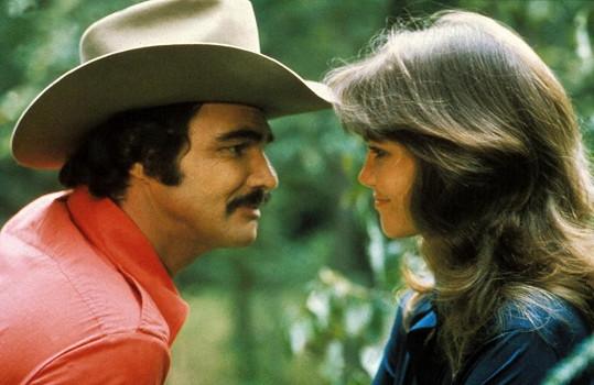 S typickým knírkem a svou někdejší milenkou Sally Field ve filmu Polda a bandita (1977)