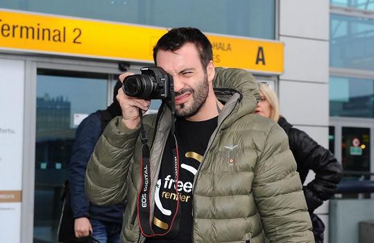 Bárta vše řádně dokumentoval už na letišti.