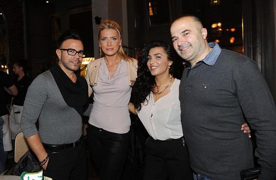 Osmany s Petrou Minářovou a Anife Vyskočilovou na oslavě narozenin kamaráda Issama Alawy