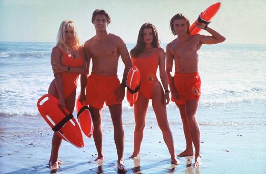 Osazenstvo Pobřežní hlídky. David Charvet alias Matt Brody v seriálu chodil i se C. J. (Pamelou Anderson).