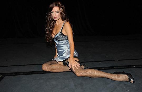 Kateřina Brožová je sexy i jako bruneta.