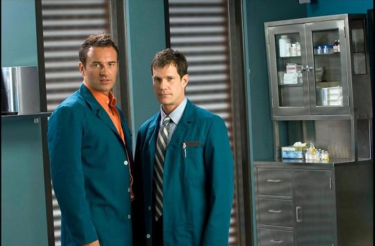 Julian McMahon s Dylanem Walshem byli hlavními hvězdami seriálu Plastická chirurgie s.r.o.