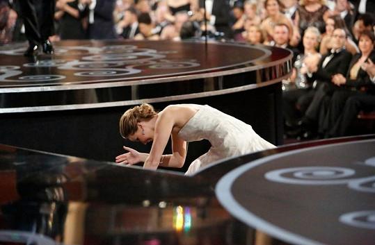 Jennifer Lawrence nejspíš nemohla uvěřit své smůle.