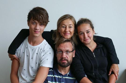 Se svou filmovou rodinou...