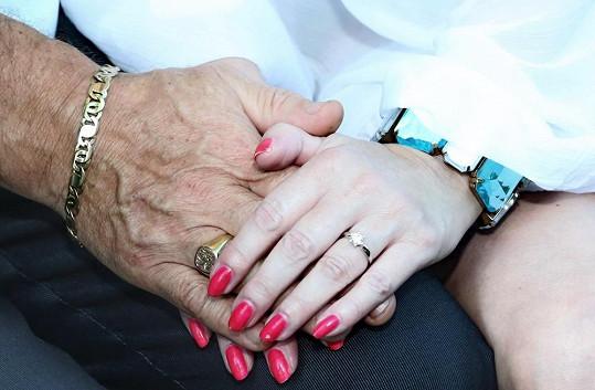 Tenhle prstýnek včera Iveta od Rychtáře přijala.....