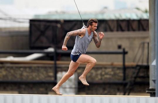 David Beckham se při natáčení pořádně proběhl.