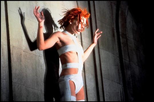 Tento odvážný model oblékla Milla Jovovich už v roce 1997.