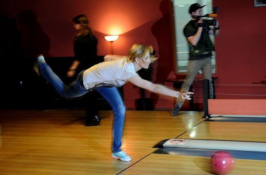 Ivana Gottová a její bowlingový styl.
