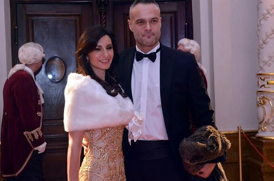 Slávik nechal svou kamarádku Krézlovou doma a na ples vyrazil s manželkou Andreou.
