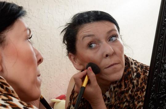 Zara Hartshorn musí nosit hodně make-upu, aby zakryla vrásky.