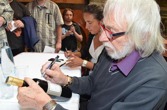 O jeho podpis byl obrovský zájem.