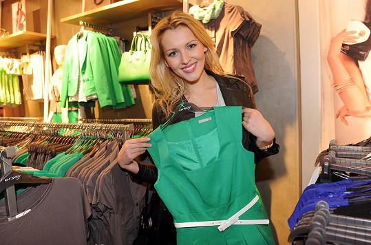 Česká Miss World 2012 si vybírá nový šatník.