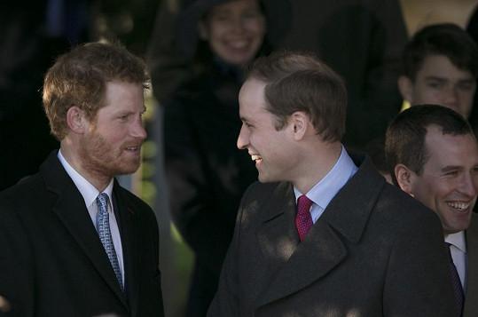 Objevil se rovněž princ Harry, který si nechává narůst vousy.