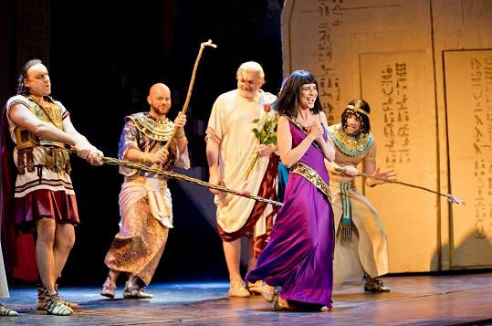 Pánům neunikla Kleopatra Betka Bartošová ani její kolegyně.