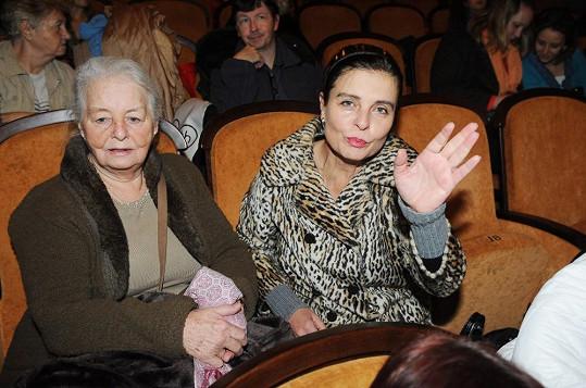Na předpremiéru filmu Krásno dorazila herečka v doprovodu své maminky.