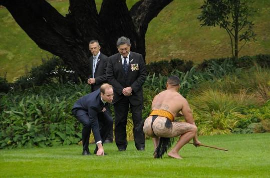 Princ si dokonce některé pozice vyzkoušel.
