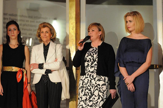 Ivana Zemanová má proslov.
