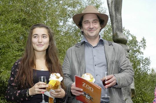 Saša Rašilov pokřtil s dcerou Toničkou mláďata tygříků.